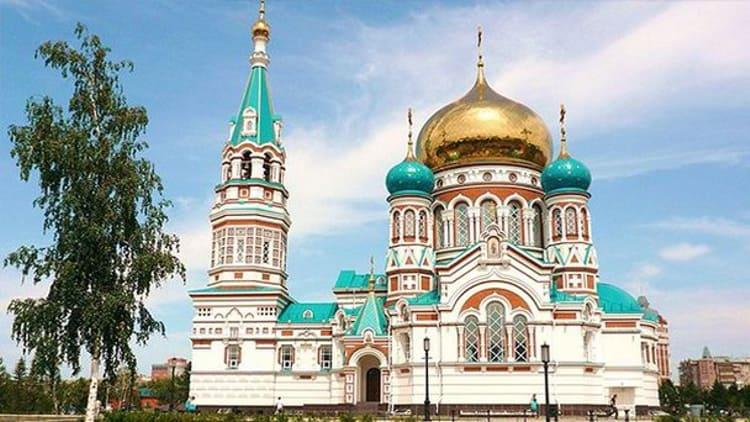 Ценным культовым сооружением Омска является великолепный Успенский собор.