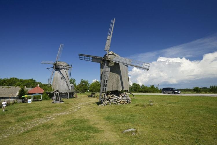 Ветряные мельницы конца XIX века, достопримечательности острова Сааремаа.