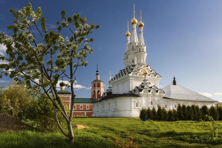 Вяземский Иоанно-Предтеченский монастырь, культовая достопримечательность Вязьмы.