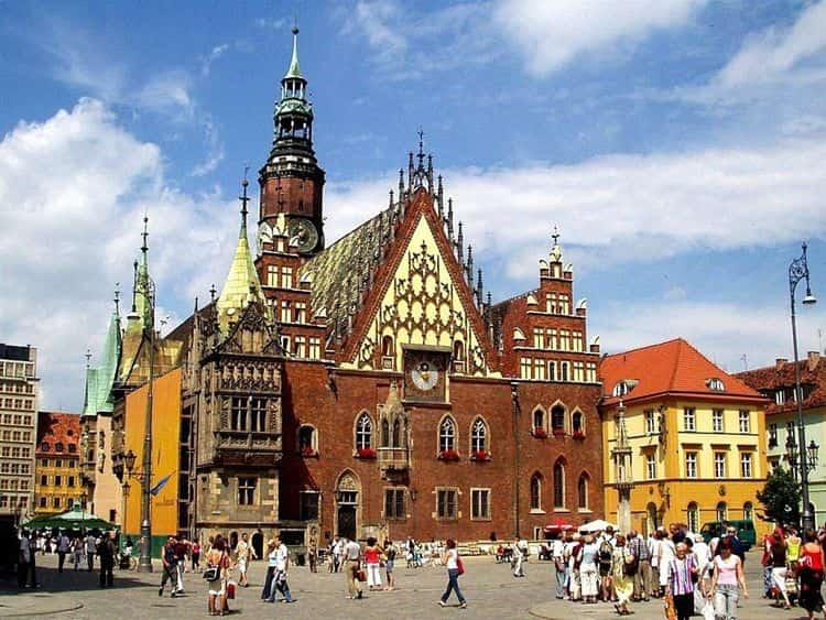 На площади Рынок расположена Wroclawski Ratusz - достопримечательность Вроцлава.