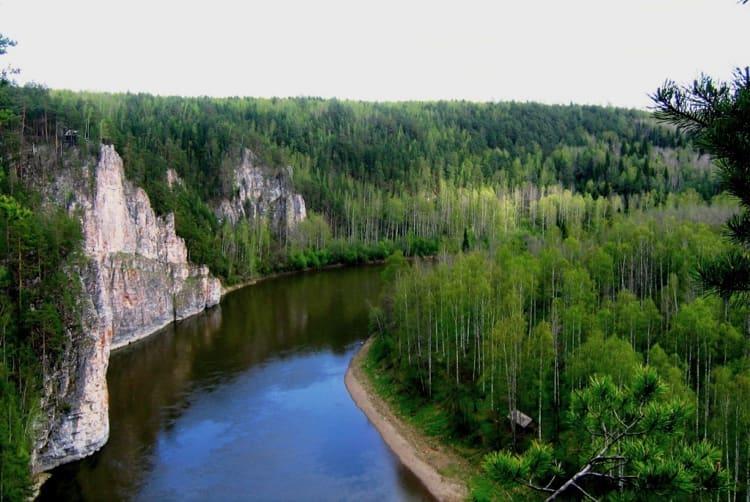 Парк-заповедник Река Чусовая – очень обширный и красивый природный парк, вместивший в себя не только нетронутую природу, но и много интересных достопримечательностей в Свердловской области.