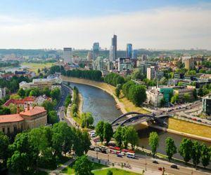 Столичный город Литвы – Вильнюс – так же, как и его окрестности, собрал в себе много интересных достопримечательностей, напоминающих о богатой истории литовского княжества.