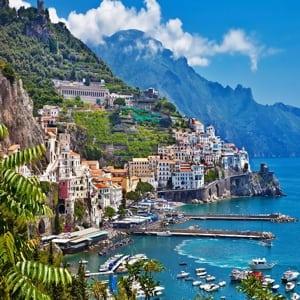 Неаполь – яркий городок Италии, сочетающий в себе не только пиццу, футбол, шумные праздники и жизнерадостных неаполитанцев, но и многочисленные интересные достопримечательности.