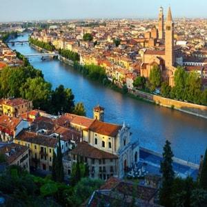 Город Верона – изумительное место в Италии с уникальными достопримечательностями.