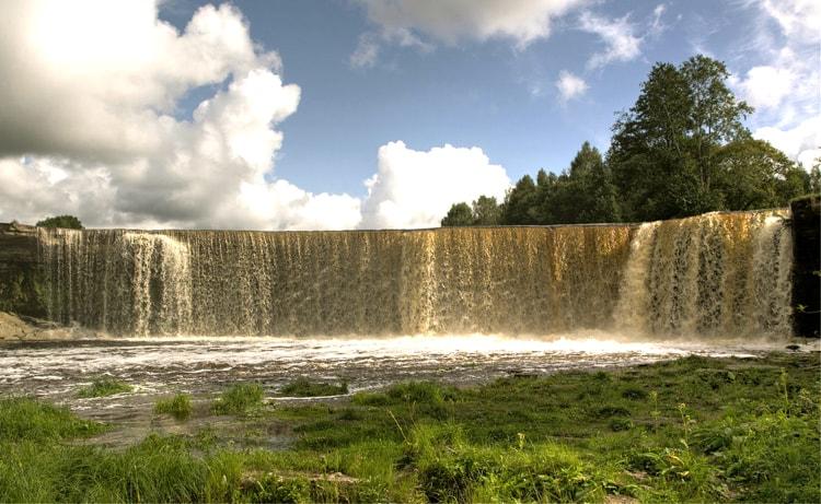 Ягала – один из крупнейших водопадов в Эстонии, природная достопримечательность Эстонии.