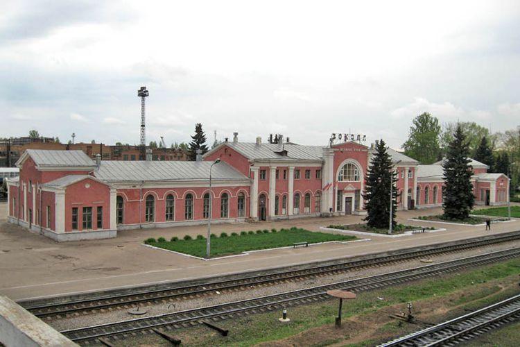 Впечатлила достопримечательность - здание Железнодорожного вокзала Великих Лук.