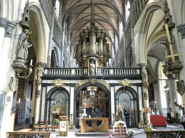 Церковь Богоматери, или Нотр-Дам в Брюгге - достопримечательность, которая может гордиться своей уникальной архитектурой.