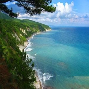 Самые известные достопримечательности Краснодарского края с описанием и фото.
