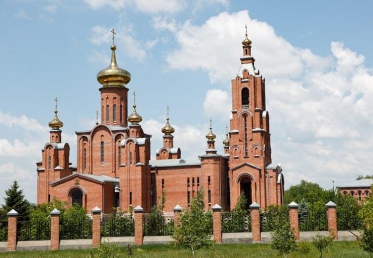 Главным культовым сооружением Минеральных Вод стал Собор Покрова Пресвятой Богородицы.