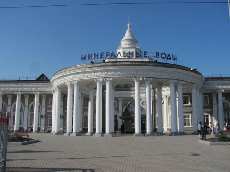 Одним из впечатляющих архитектурных достопримечательностей Минеральных Вод является Железнодорожный вокзал.