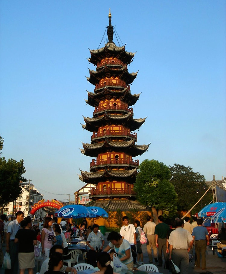 Пагода Лунхуа, историческая достопримечательность Шанхая.
