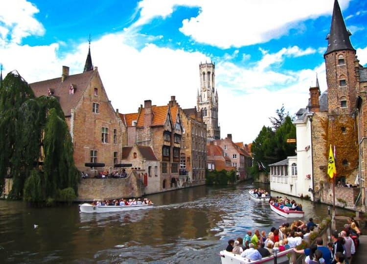 Улочки Брюгге – настоящий пример планировки средневекового города.