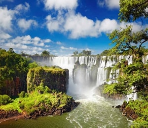 Водопады Игуасу – огромный комплекс водопадов в Южной Америке.