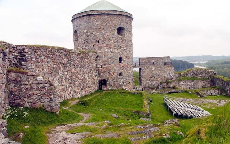 Среди достопримечательностей Гетеборга, другого невероятно красивого города Швеции, удивила Бохусская крепость.
