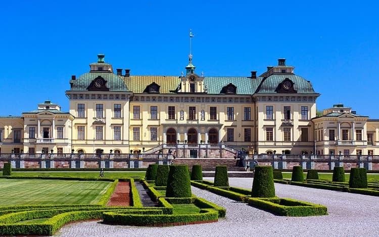 Посещение столицы Швеции не может обойтись без важного архитектурного сооружения – Дворца Дроттнингхольм.