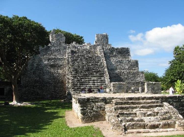 Руины древнего города El Meco можно по праву считать одной из самых главных археологических достопримечательностей Канкуна времен майя.