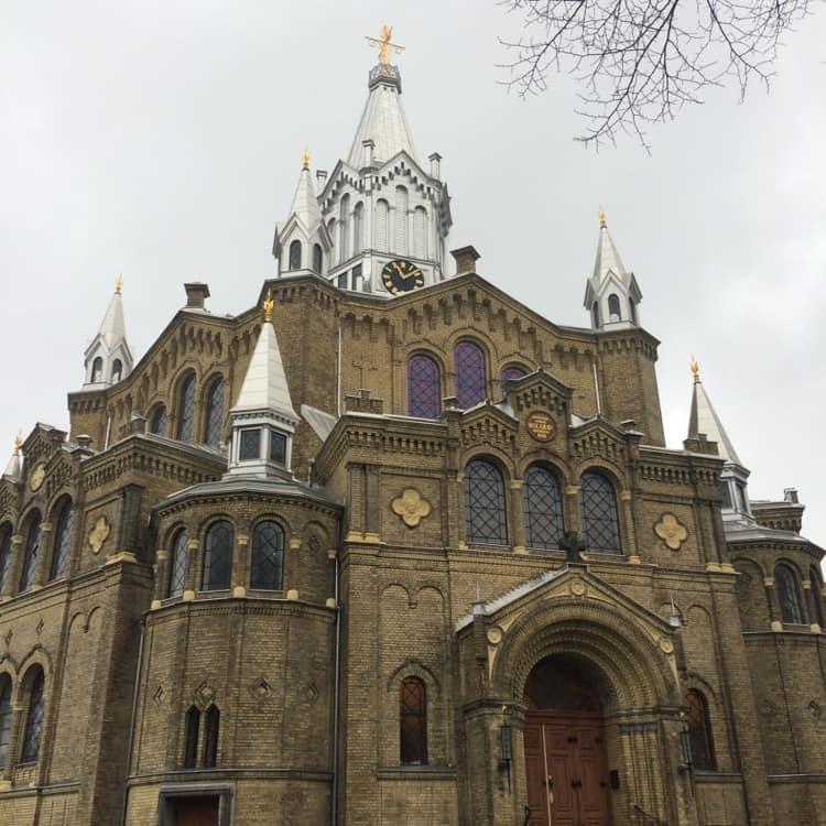 Карлова церковь старинная достопримечательность в Швеции.
