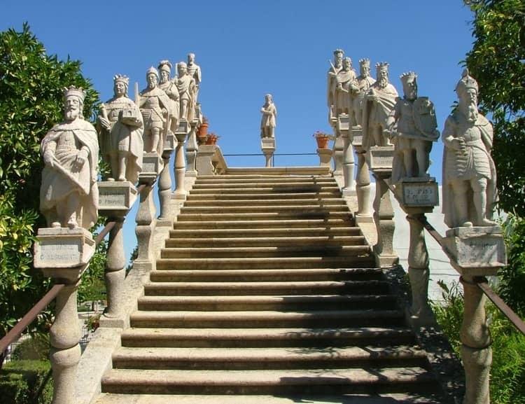 Посещение города Каштелу Бранку всегда начинается с Кафедрального собора.