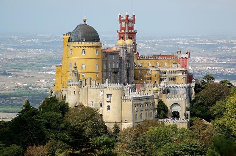 Дворец Пена — самый известный дворцово-парковый ансамбль Португалии.