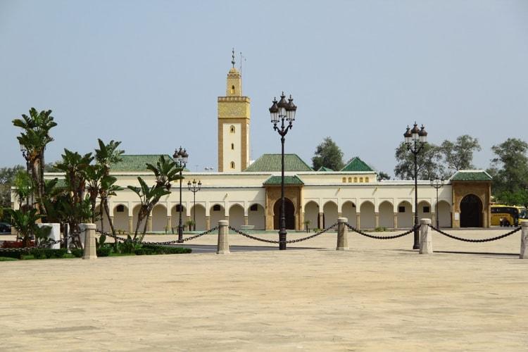 Королевский дворец в Рабате - нынешняя резиденция главы государства и известная достопримечательность Марокко.