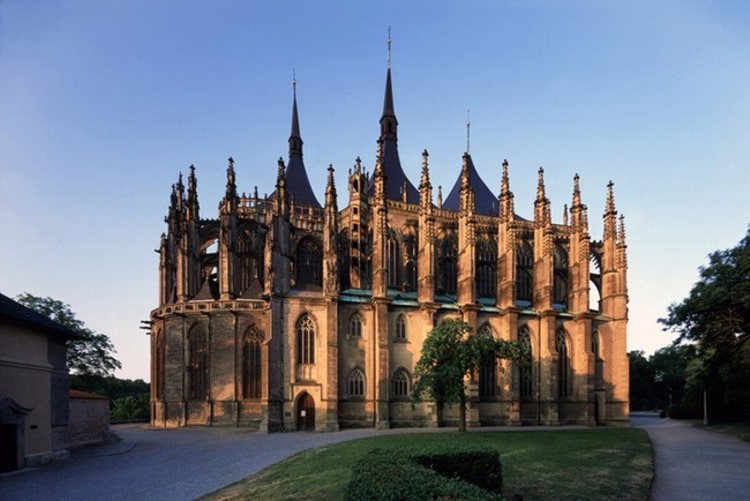Собо́р Свято́й Варва́ры — самая известная архитектурная достопримечательность Кутной-Горы, второй по величине и значимости готический храм Чехии.