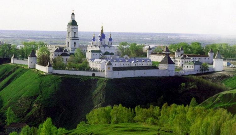 Тобо́льский кремль — единственный каменный кремль в Сибири, уникальный образец сибирского зодчества.