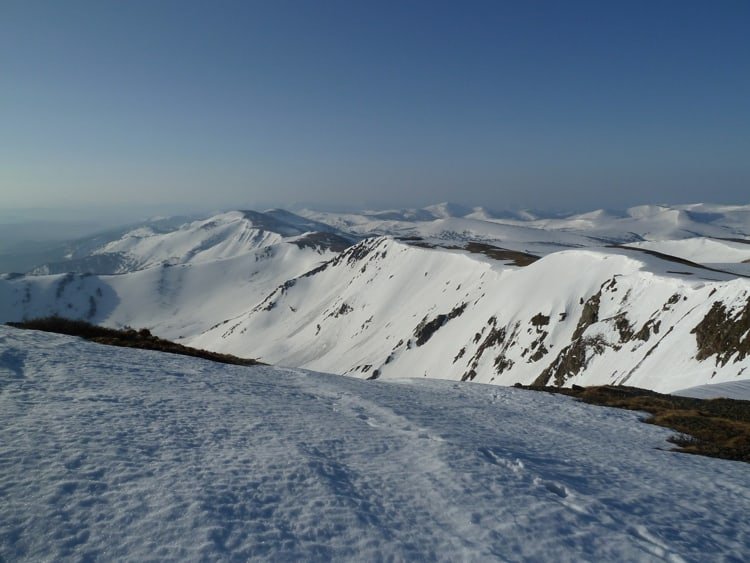 Заповедник пользуется огромной популярностью среди лыжников – здесь имеется множество пригодных для катания холмов и склонов разного уровня сложности