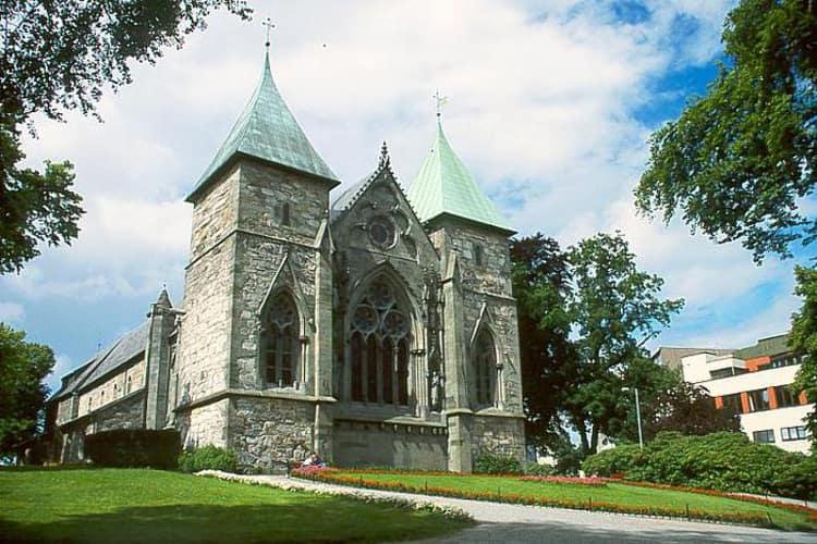 Кафедральный лютеранский Собор Ставангера с великолепным готическим фасадом – старейший из храмов Норвегии.