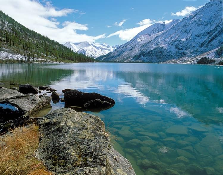 Природа Катунского заповедника чем-то напоминает Альпы – так же волшебно и величественно.