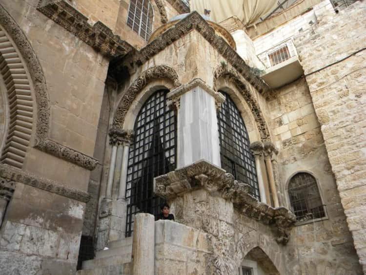 Капелла Франков находится в городе Иерусалиме, Израиль, с правой стороны от входа в Храм Гроба Господня