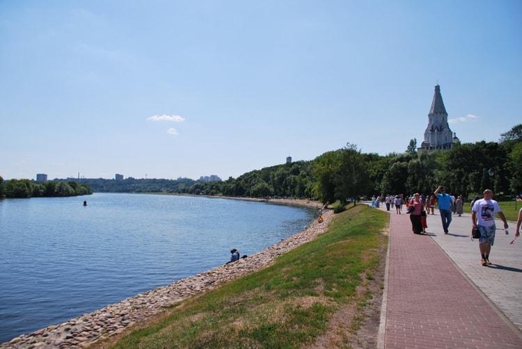 Набережная Москвы-реки в Коломенском музей заповеднике