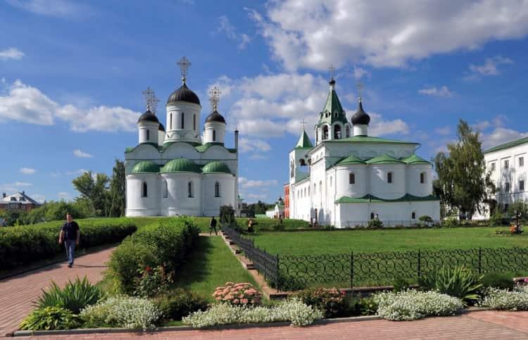 Спасо-Преображенский собор находиться в ярославском музей заповеднике