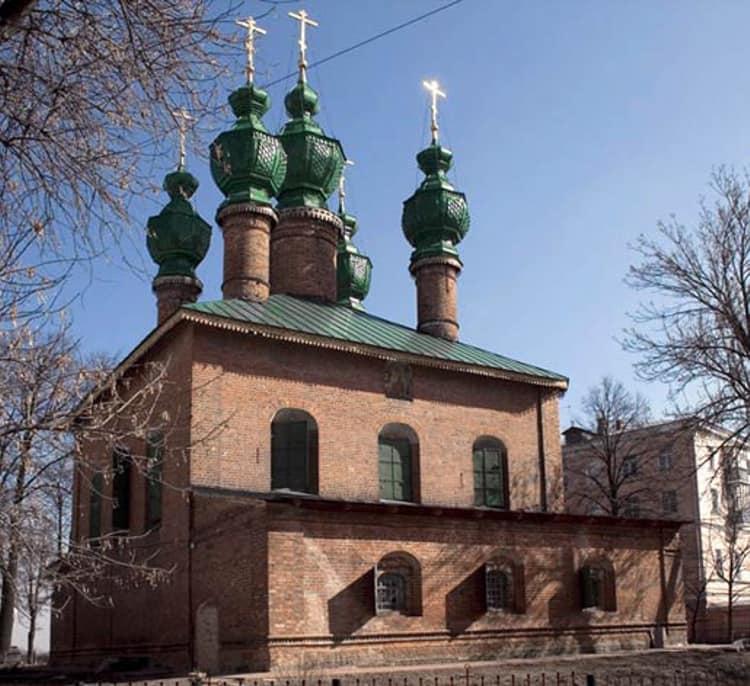 Церковь Благовещения является достопримечательностью в ярославском музей заповеднике