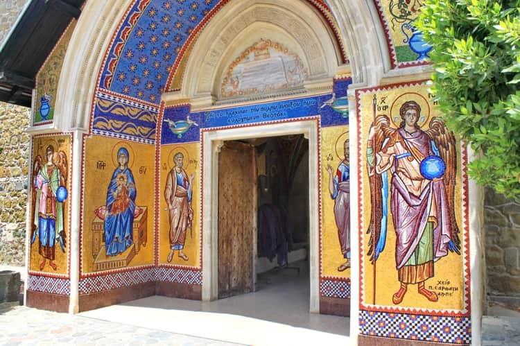 Киккский монастырь и его главный вход