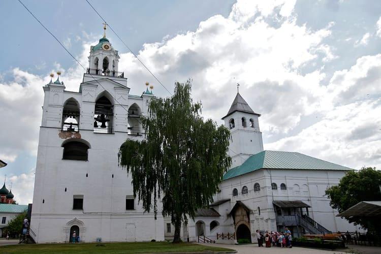 Звонница находиться в ярославском музей заповеднике