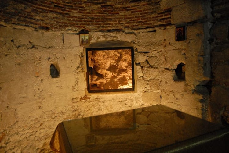Часовня Адама расположена на нижнем уровне Храма Гроба Господня