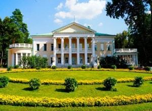 Архитектурно-парковый ансамбль усадьбы Горки является жемчужиной Государственного исторического музея-заповедника Горки Ленинские