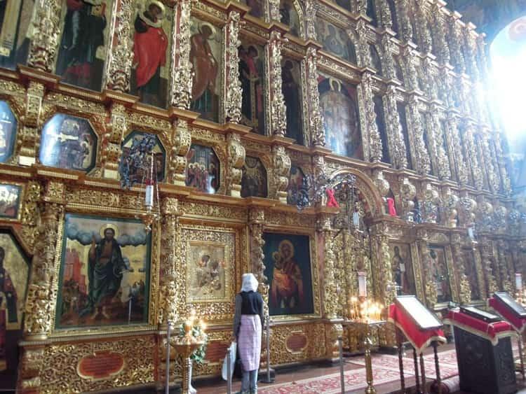 Иконостас в стилистике барокко в ипатьевском монастыре