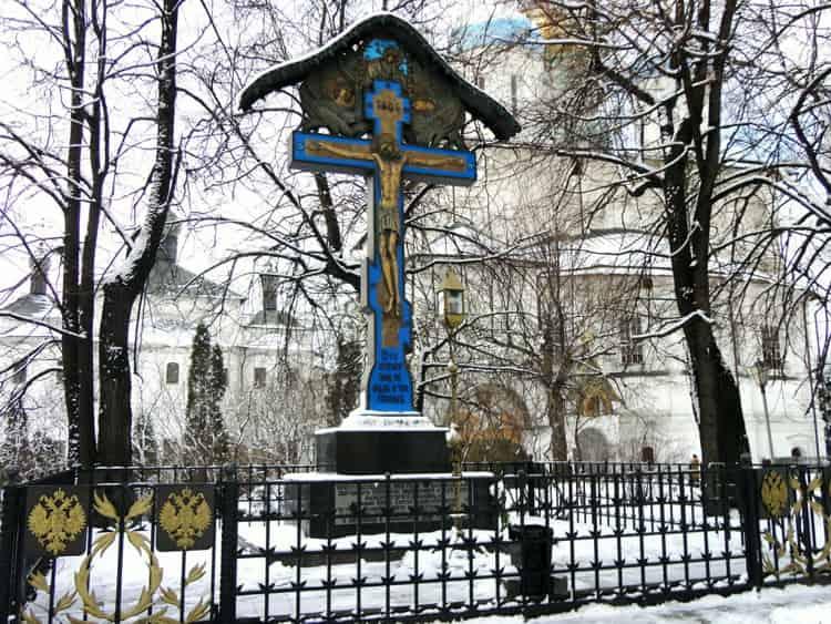 Новоспасский монастырь и его достопримечательность - памятный крест Сергею Александровичу Романову