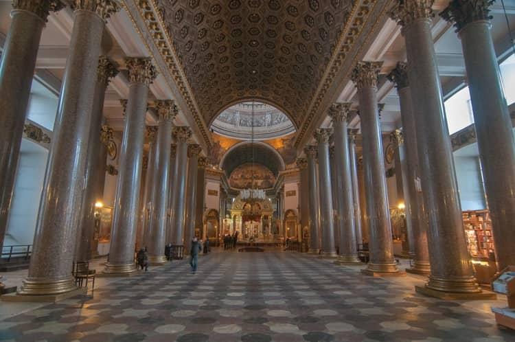 Казанский собор и его достопримечательность - Разноцветная мраморная плитка