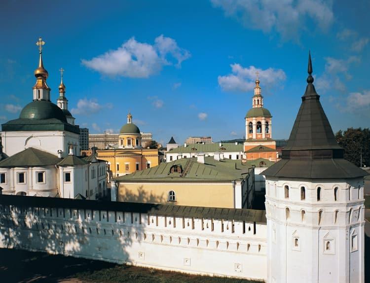 Была возвиденна и стена с башнями даниловского монастыря
