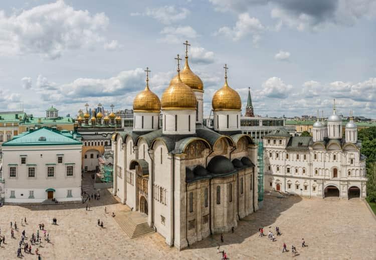 Вот как выглядит Успенский собор Московского Кремля в Москве