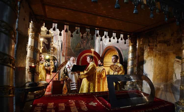 Успенский собор является также и усыпальницей, в которой в данное время находится 19 гробниц