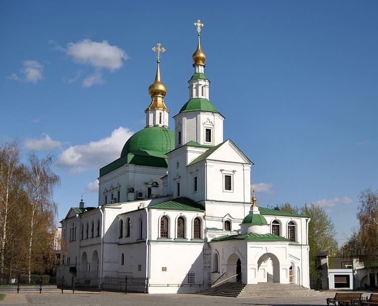 Даниловский монастырь поражает своей величественной архитектурой
