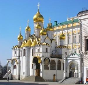 Православный храм построен в честь Благовещения Богородицы. Благовещенский собор Московского Кремля являлся домовой церковью правителей
