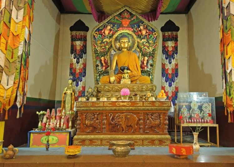 Буддийский храм в Санкт Петербурге и его главная достопримечательность - будда