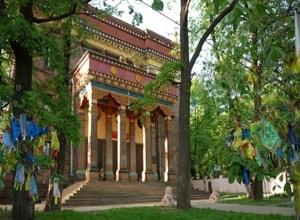 Буддийский храм в Санкт Петербурге - самое необычное здание.