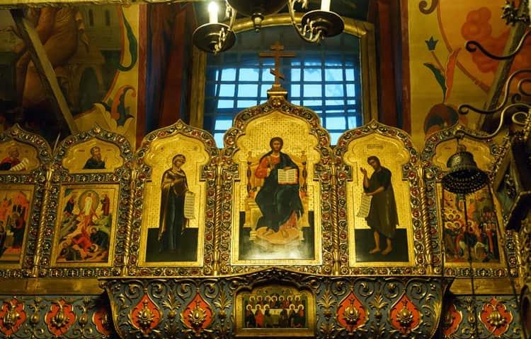 Храм Василия Блаженного, в самом центре которого находится девятый престол