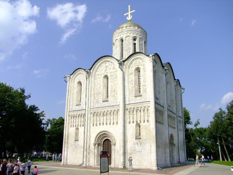 Дмитриевский собор во Владимире и его символы, мифические сюжеты и исторические фигуры, рукотворные каменные шедевры, прошедшие десятки реставраций