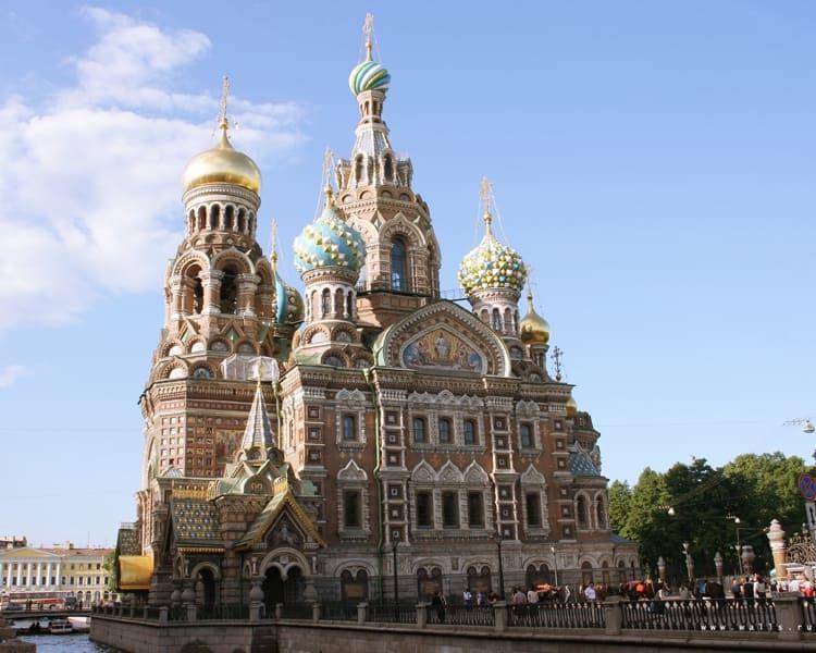 Храм Спаса на Крови находиться в Санкт Петербурге